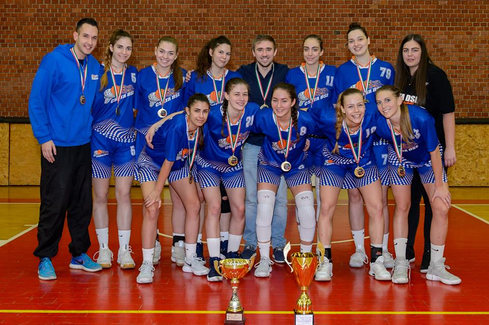 Női amatőr bajnokság: Három egyoldalú és egy szoros meccs a felsőházban