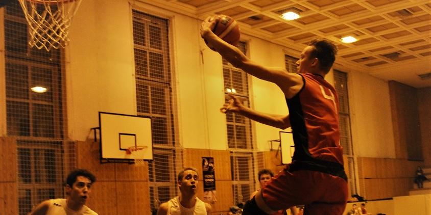 Nemzeti Egyetemi Kosárlabda Bajnokság, férfiak: Féltávnál élen a TF és a Szombathely