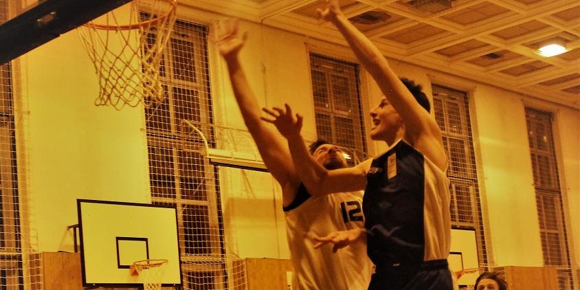 Egyetemi bajnokság, férfiak: Évnyitó egyéni extrákkal