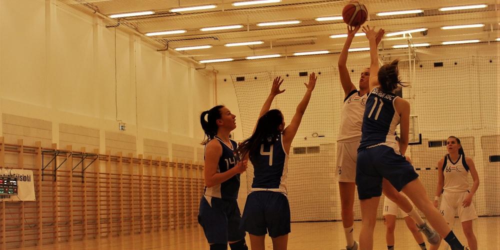 Egyetemi bajnokság, nők: Két izgalmas, három sima meccs