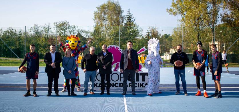 Streetballpályát avattak Kazincbarcikán